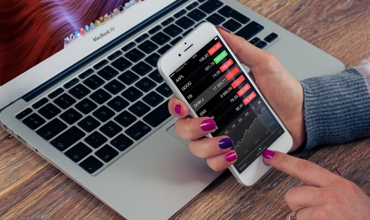 Review of the Top 3 Finance Mobile Apps in Singapore