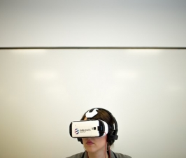 Using Virtual Reality in Mobile App Development