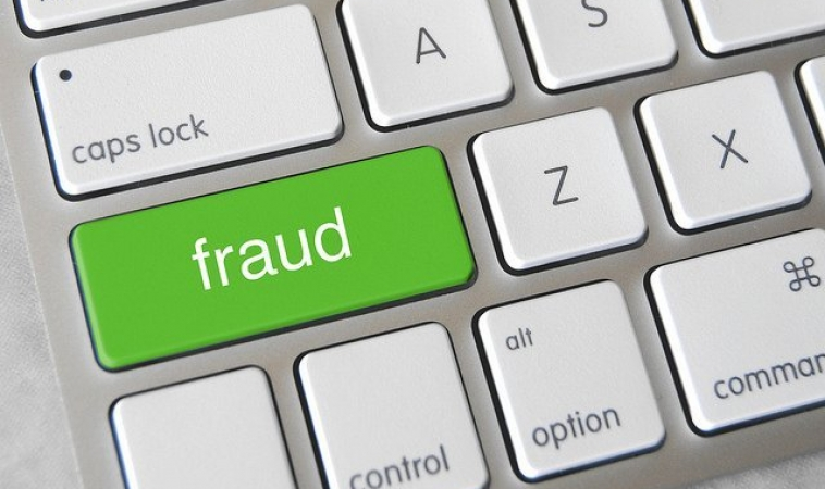 Machine Learning For ECommerce Fraud Detection